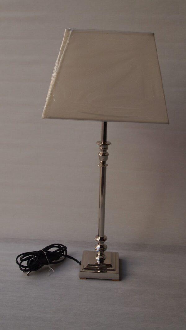 Lámpara mesa nikel c/pantalla piramidal
