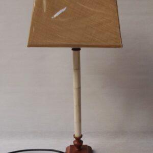 Lámpara mesa hierro y hueso c/pantalla cuadra lino